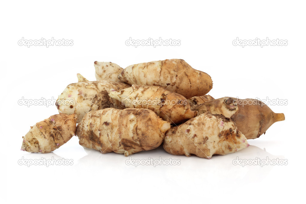 Jerusalem artichoke vegetables, isolated over white background with reflection. Helianthis tuberosus. — Stock Photo #2637999