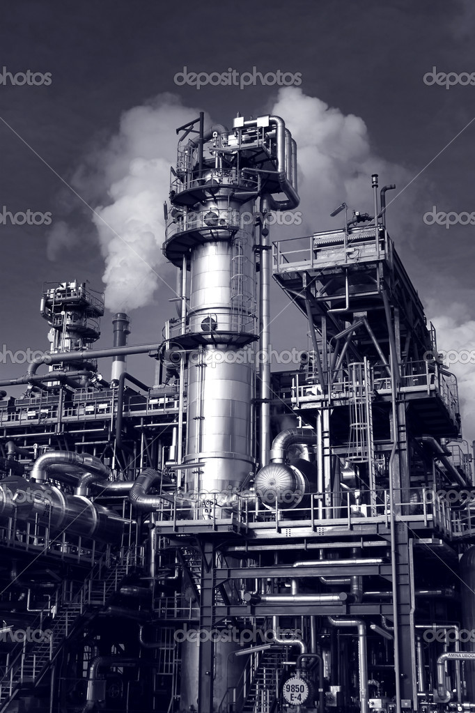 Pipes, tubes, machinery at a oil refinery plant   Stock Photo #1983896