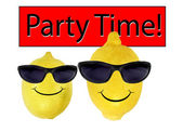 Funny lemons in sunglasses go party — Stock Photo