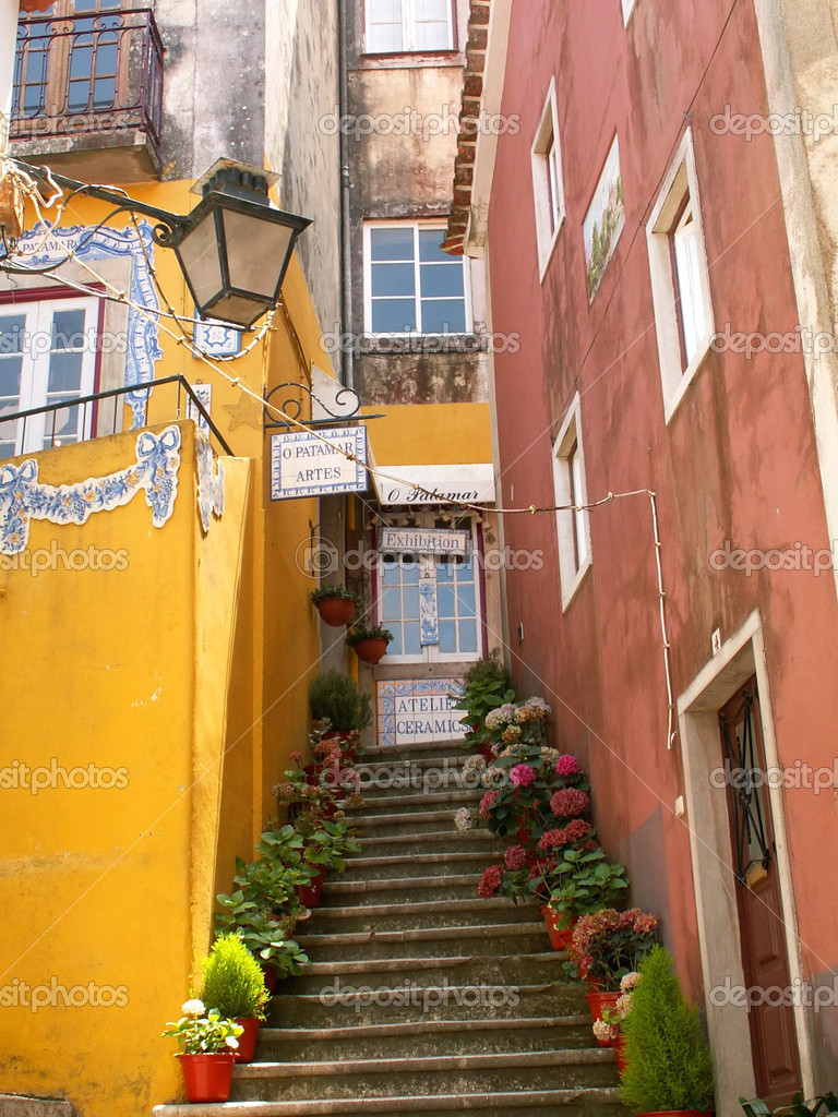 Colorful old houses in Lisbon, Portugal — Stok fotoğraf #1976914