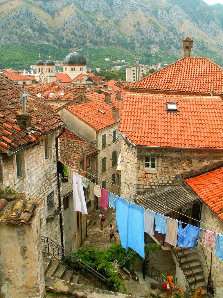 Red-roofed houses in the Old Town of Kotor, Montenegro. — Stock Photo #1977000