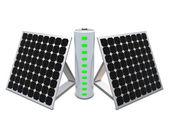 Batterij met indicatoren en zonnepanelen — Stockfoto
