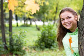 Smiling girl in autumn — Stock Photo