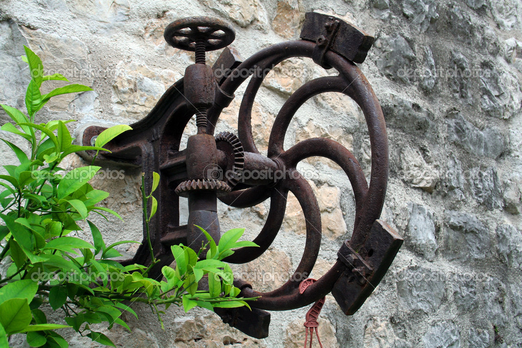Very old device found in one of croatian cities on the wall — Stock Photo #2022790