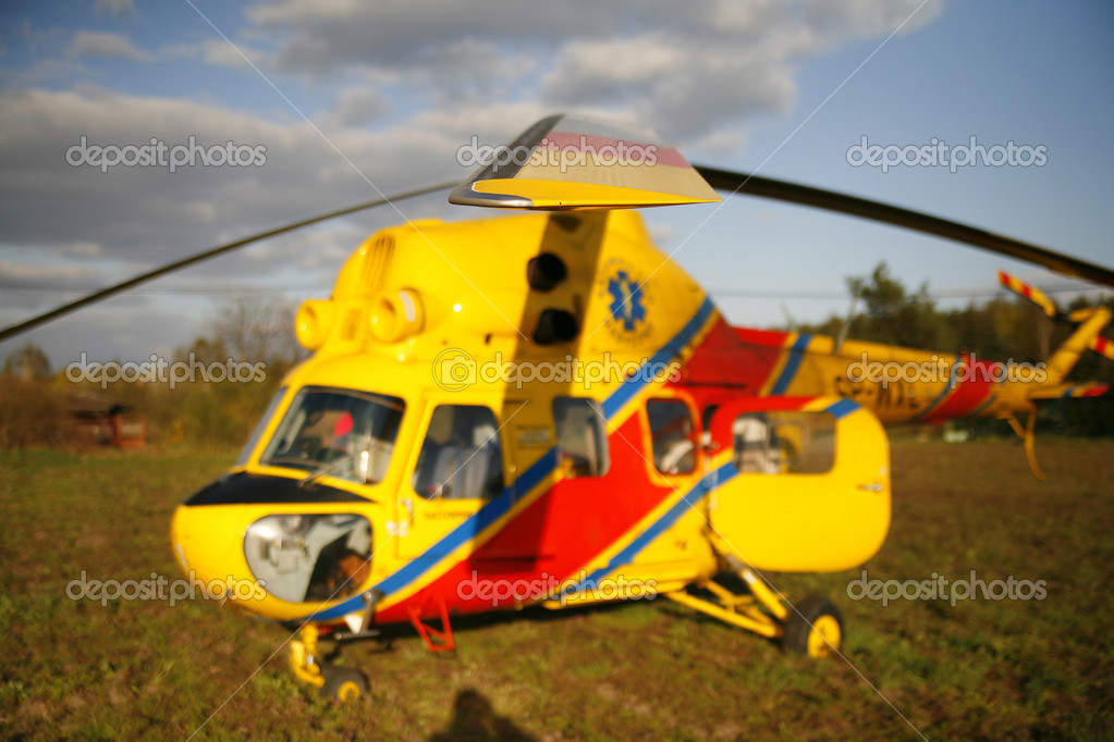 Rescue helicopter landed on the grassy field — Stock Photo #2039798