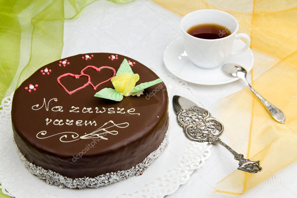 Pastel de cumpleaños con una taza de café — Foto de stock ...