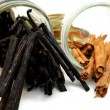 Vanilla Beans And Cinnamon Sticks — Stock Photo