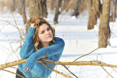 Kız portre ve kış sahne — Stok fotoğraf