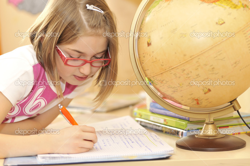 Girl doing homework — Stock Photo #2422179