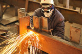 Worker using torch cutter to cut through — Fotografia Stock