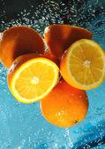 Freshenes laranja com fluxos de água — Fotografia Stock