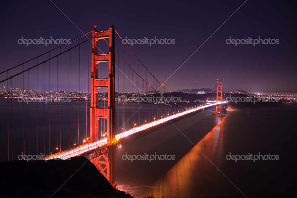 Golden Gate bridge at night seen from Marina Headlands, San Francisco, California. — Stockfoto #2182081