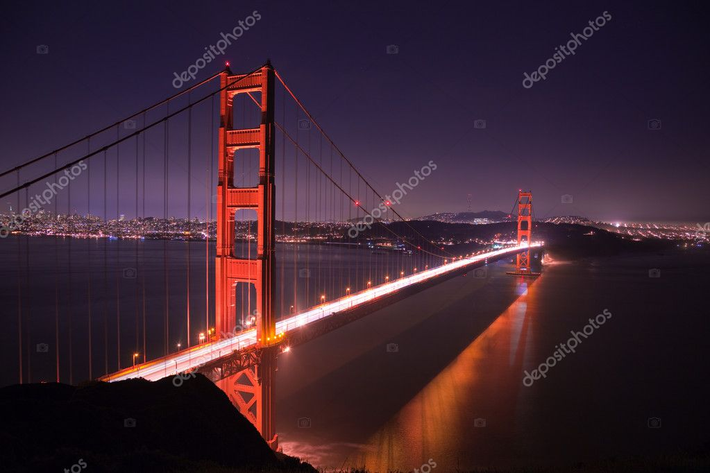 Golden Gate bridge at night seen from Marina Headlands, San Francisco, California.  Lizenzfreies Foto #2182081