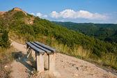 ławka na górskie ścieżki — Zdjęcie stockowe