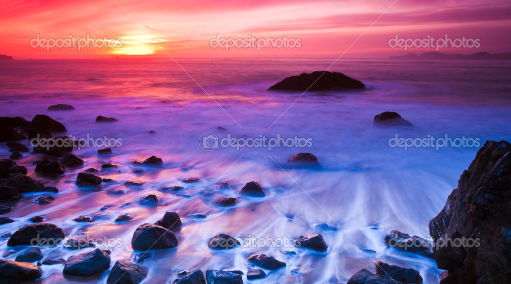 Long exposure sunset photo at Marshall Beach in San Francisco, California. — Foto Stock #2363398