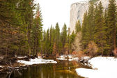 Merced River and El Capitan — Stock Photo