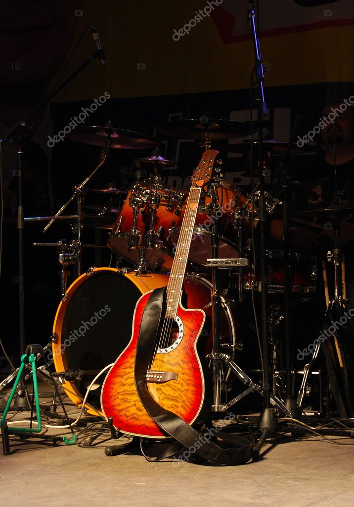 Acoustic guitar and drums at a concert — Stock Photo #2279518