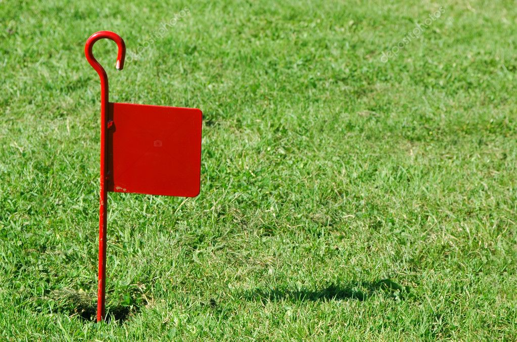 Red flag on rough putting lawn — Stock Photo #2103666