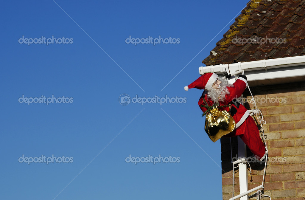 Santa climbing a ladder in daylight to deliver presents — Stock Photo #2182270