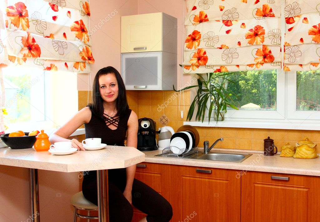 Young woman with tea on the kitchen — Stock Photo #2035546