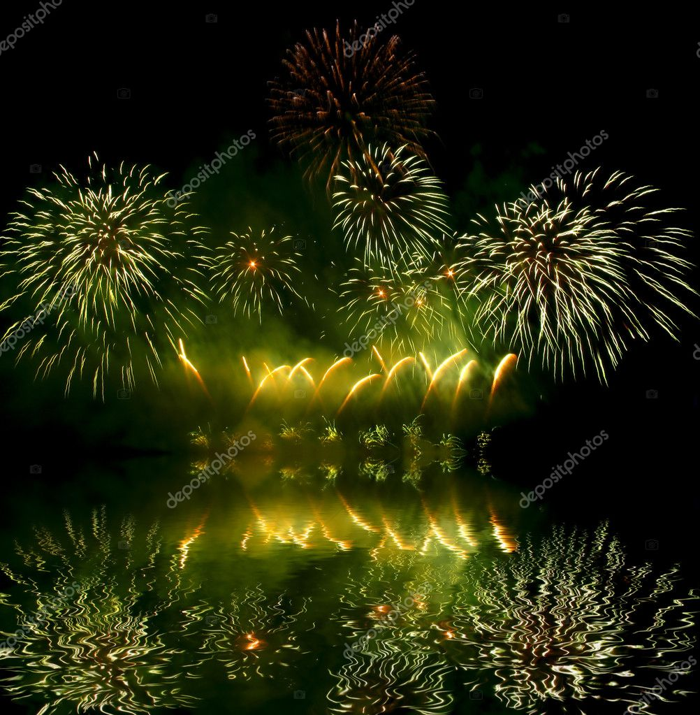 Fireworks (salute) and its reflection in water — Stock Photo #2037027