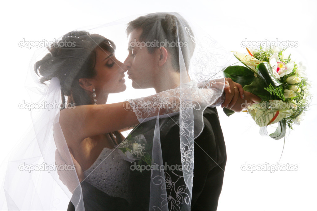 Wedding portrait of kissing just married young couple of groom and bride — Zdjęcie stockowe #2084379