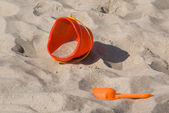 Plastic toy bucket and showel — Stock fotografie