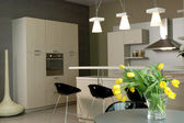 κομψή κουζίνα σχεδιασμός εσωτερικών. — 图库照片