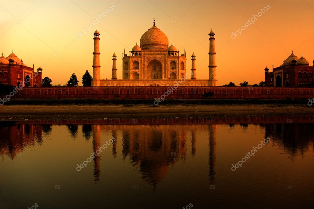 Taj mahal in agra,india — Stock Photo #2522592