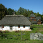 Traditional Ukrainian house — Stock Photo #2123865