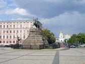 Bogdan Khmelnitsky statue — Stock Photo