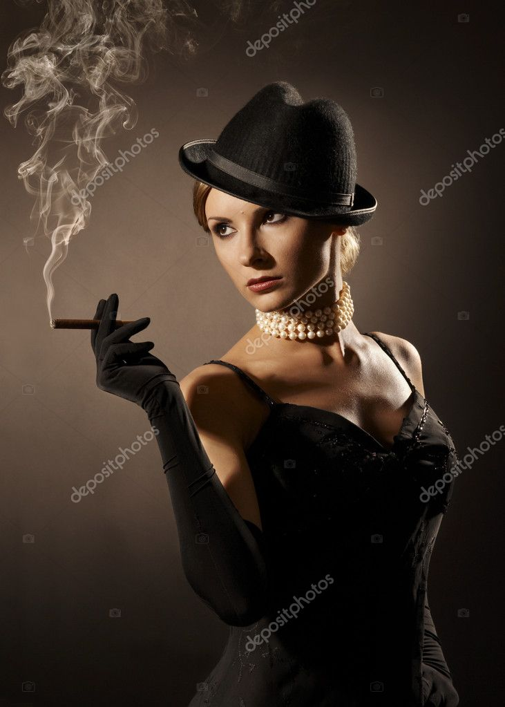 Elegant woman in the black, cigar and smoke. studio portrait. — Stock Photo #1948070