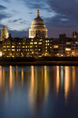 St. Paul's Cathedral at Night — Stock Photo