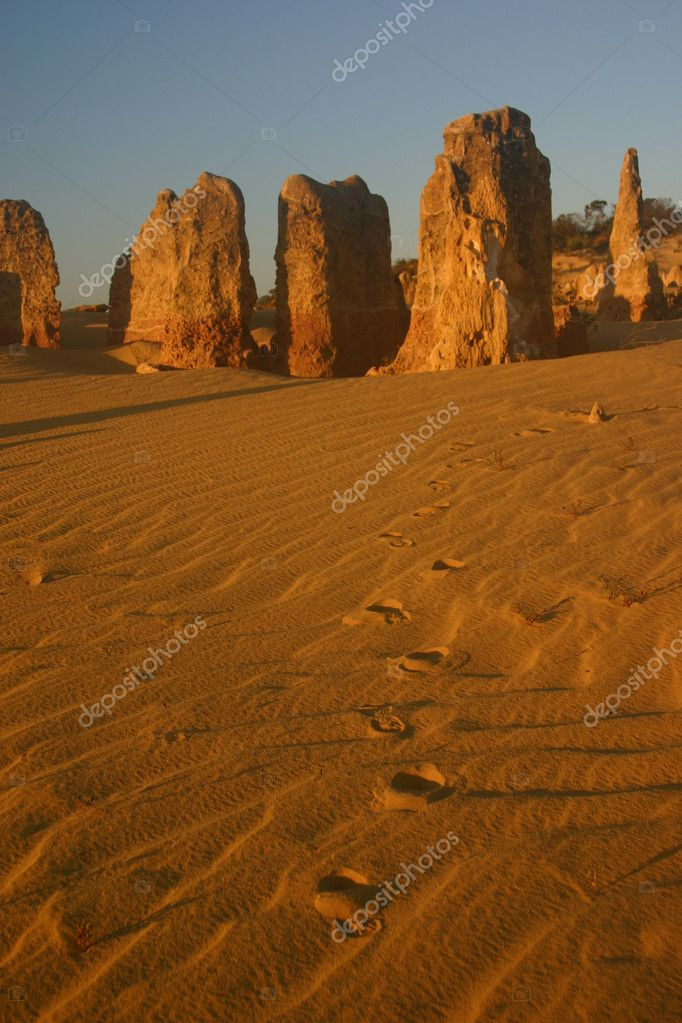The pinnalces in Cervantes, Western Australia, with footsteps in the foreground, at dusk — Stock Photo #2018543
