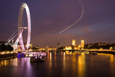 Houses of Parliament and the London Eye — Stock Photo