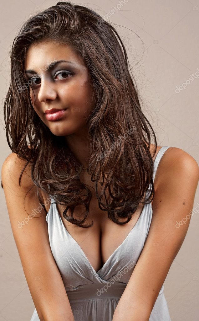 Portrait of a beautiful young hispanic woman  Stock Photo #2010091