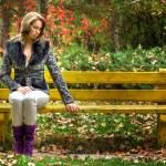 Pretty woman on bench — Stock Photo
