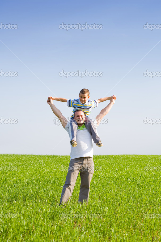 Happy father and son in a wheat field — Stock Photo #2243768