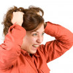 mladá žena, tahání vlasy — 图库照片