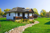 Casa antigua en rumania — Foto de Stock