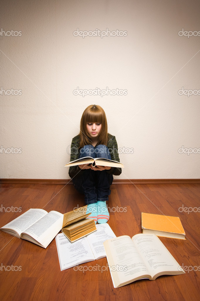 Blonde girl learning for her exam, with books spread over the floor — Stock Photo #2251287