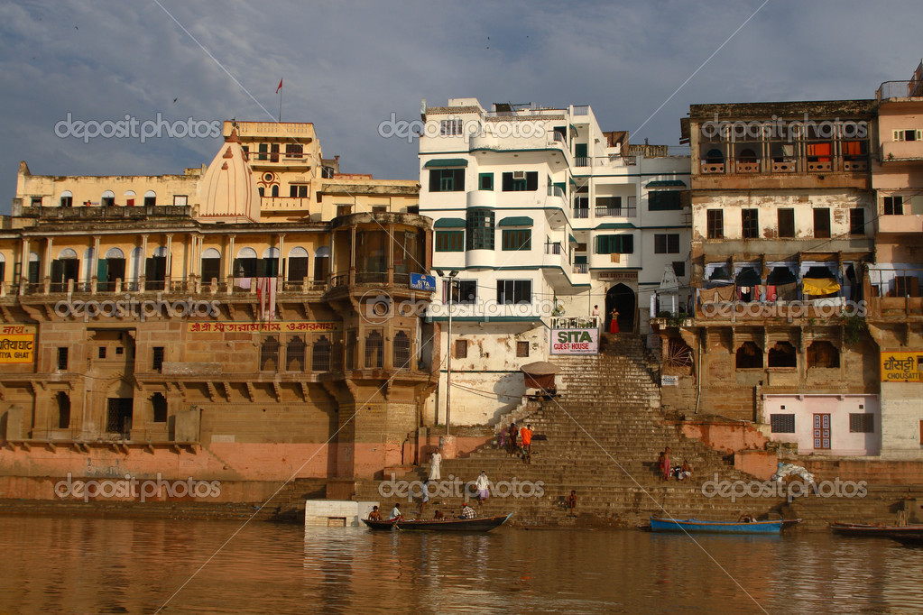 Tample at Varanasi. Ganges River - holy place for hindu . Uttar Pradesh India — Stock Photo #2371881