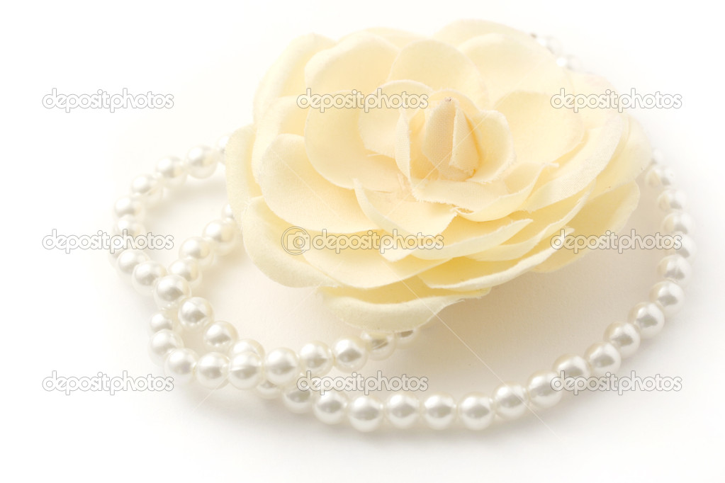 Macro shot of a beautiful flower and pearl necklace isolated on white. — Stock Photo #2011601