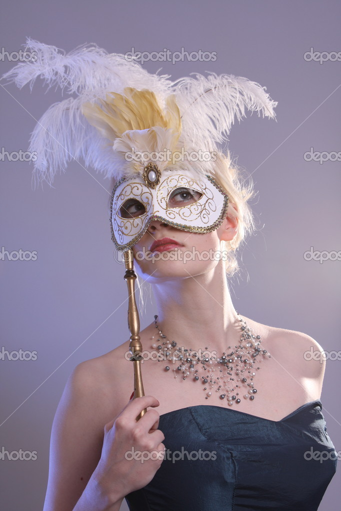 Beautiful young woman with Venetian mask, studio photo — Stock Photo #2010878