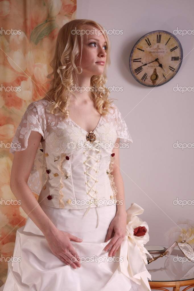 Beautiful model wearing a wedding dress, studio — Stock Photo #2087590
