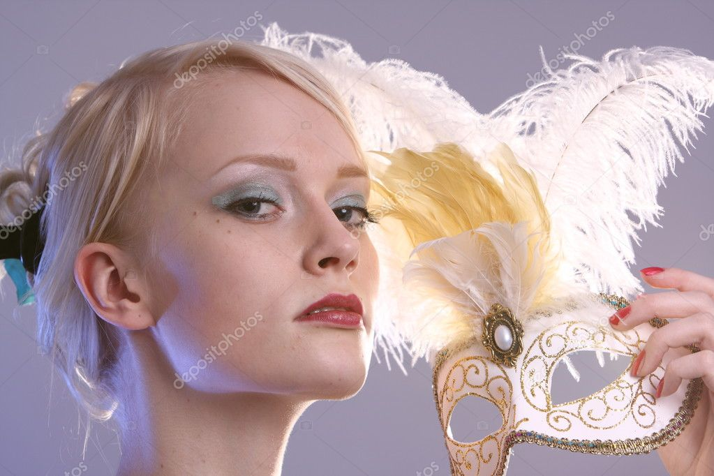 Beautiful young woman with Venetian mask, studio photo — Stock Photo #2087940
