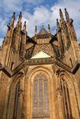 Gotische fassade der kirche — Stockfoto