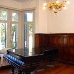 Grand piano in a luxury home — Stock Photo #2421442