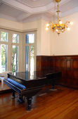 Grand piano in a luxury home — Stock Photo