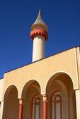 Dettaglio torre e portici sul cielo blu — Foto Stock